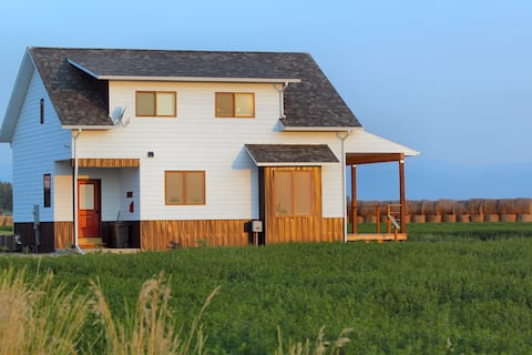Enjoy Our Montana Farmhouse Cottage!