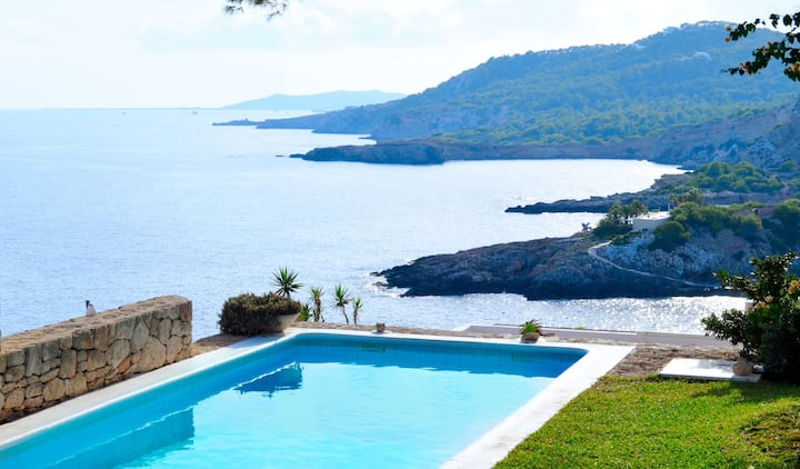 Villa Nena - Modern home with stunning sea views