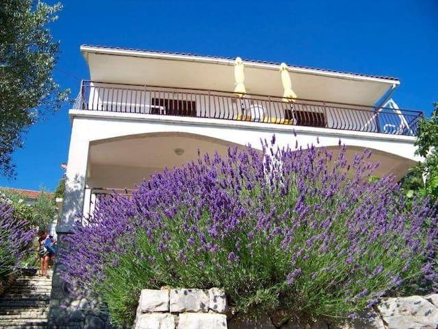 Apartments Stipisic, 30 meters from the sea, WiFi