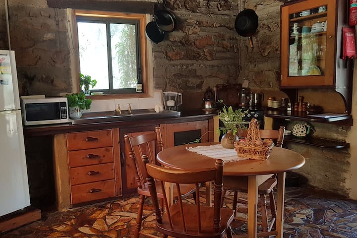 Full kitchen facilities - gas stove microwave