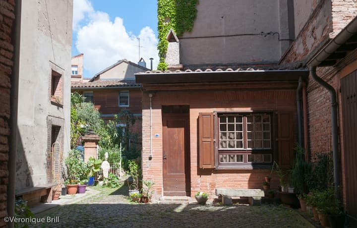 St Sernin charming quiet studio apartment
