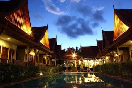Traditional Thai villa + common pool - Bungalov