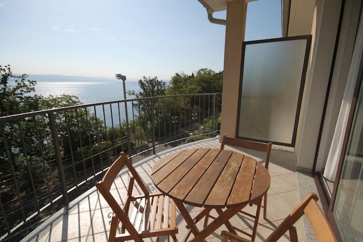 Studio flat near beach Medveja (Opatija) (AS-3430-a)