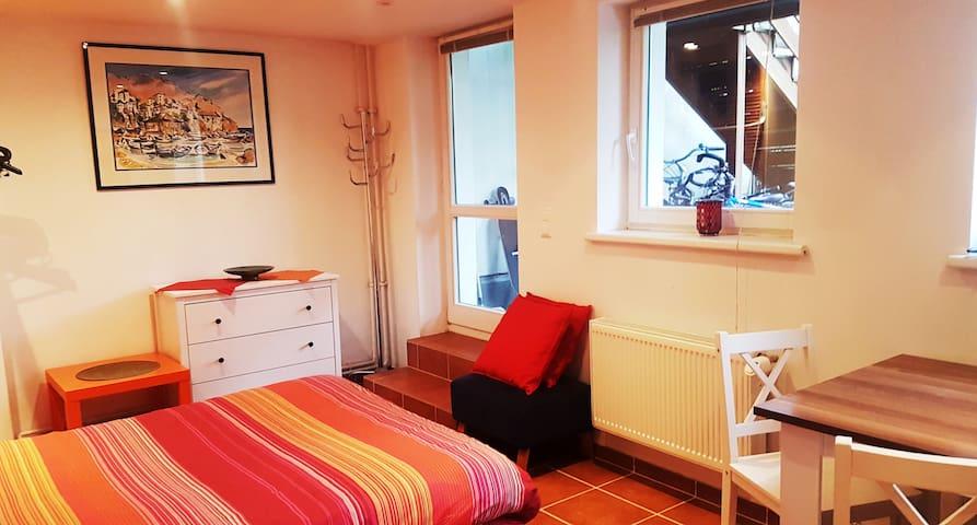Etage mit privat Badezimmer  & Gartenzugang