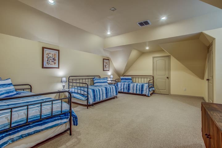 6th bedroom (second floor of home) with 3 trundle beds (6 single beds)