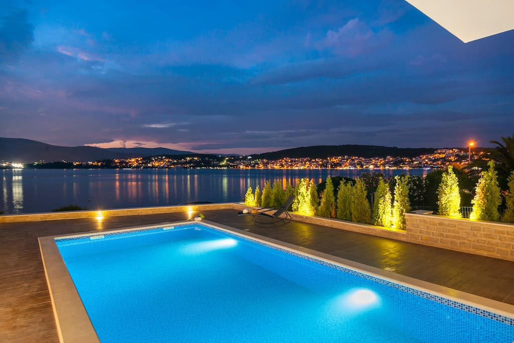 Luxury Villa Trogir with outdoor pool, indoor pool, jacuzzi and gym by the beach and sea - Trogir - Ciovo