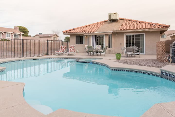3 bedroom hot tub and pool house. - Henderson - House