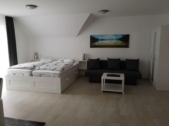 Doppelbett (180 x 200 ) mit Couch mit Schlaffunktion