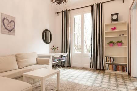 **Room close to Plaza Universidad** - Barcelona - Apartment