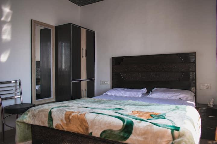 "Sunny Hills Homestay- ""Ivy Room"" (Room+Bath)"