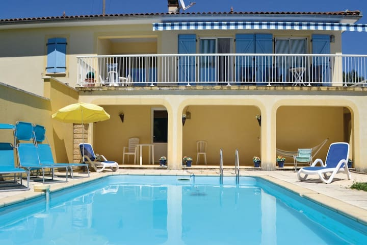 Now completely renovated: house in a wonderful location, with a view and private swimming pool.