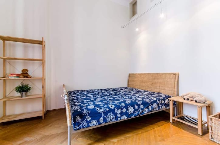 Cozy private bedroom near to City Park