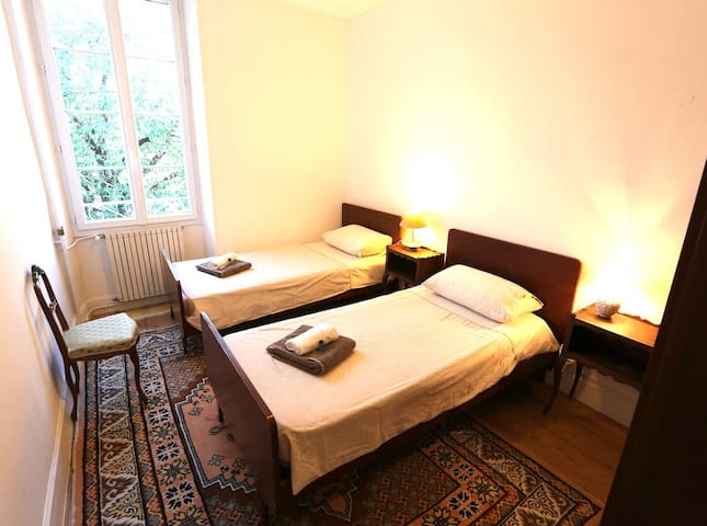 Bedroom / Chambre 6
