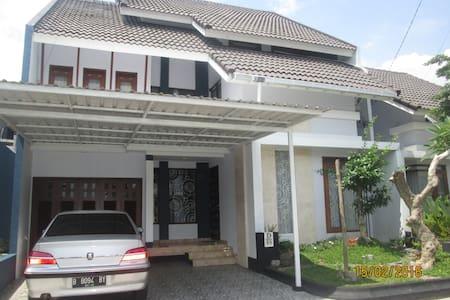 Homestay Jogja - House