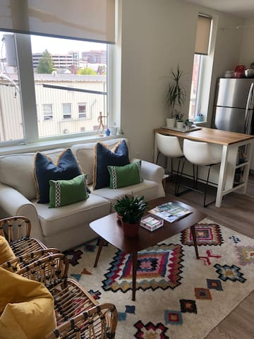 Cute + cozy one bedroom condo in Portland!