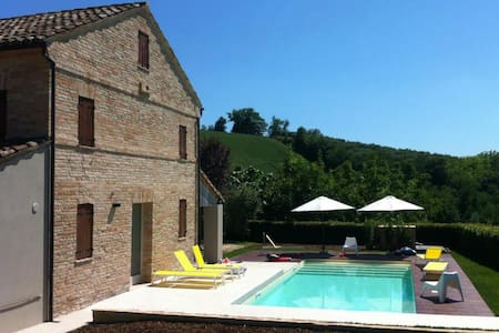 Italian country idyll - Montottone - House