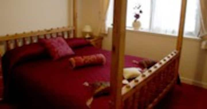 The Boathouse Guest House -Single/Twin/Double Room