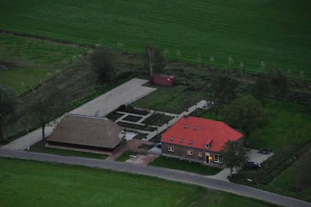 Zeer ruime woonboerderij op groot eigen terrein. - Tilburg