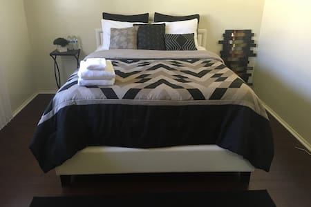 Cozy Queen Bedroom!!! #1 - Inglewood