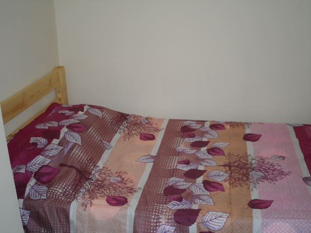 Flat Share Room in Quarry Bay (Q1f)