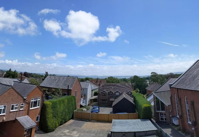 Town Centre flat with Amazing Views