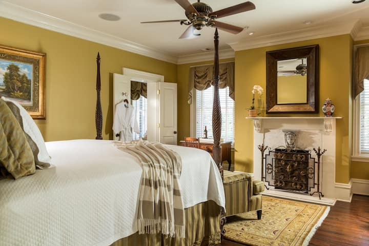 3rd Floor King Bedroom in Savannah's Historic District