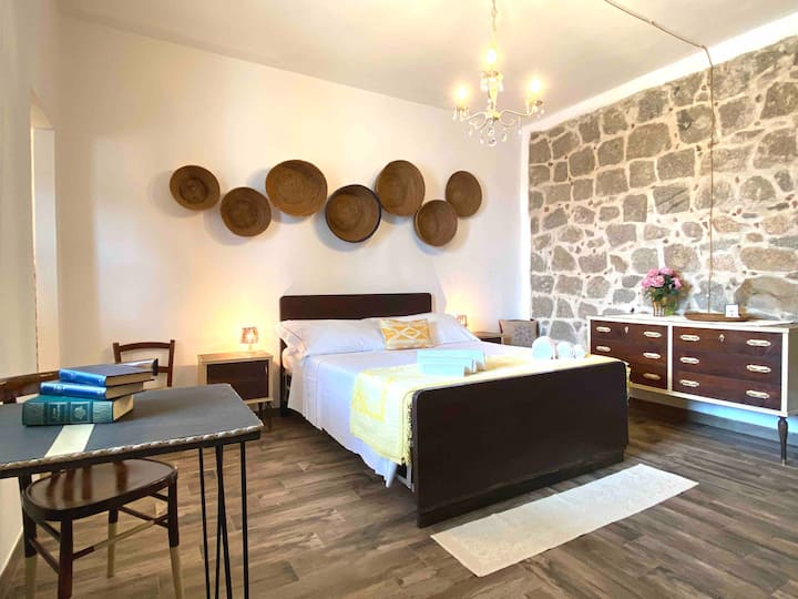"Double-bed Typical Room ""Battonia"""