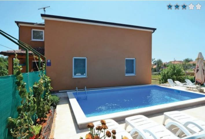 Apartment with Pool in quiet area No.1 - Nova Vas - Leilighet