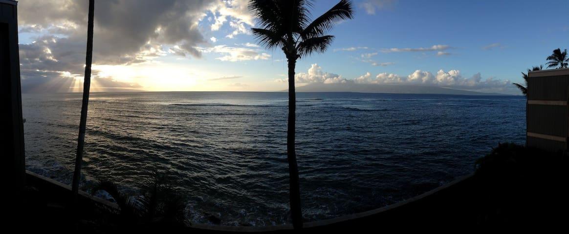 ON TOP OF THE OCEAN IN KAHANA ~ WOW - ラハイナ - アパート