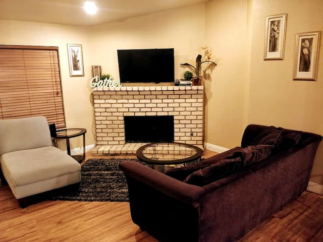 Sleeps 12, 3BR, Minutes to the strip!