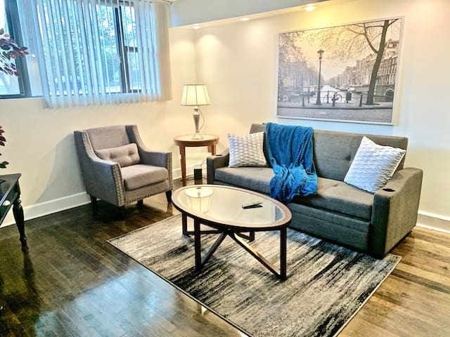 CHI MODERN/STYLISH 3/1 APT 0.4 MI FROM LINCOLN SQ!