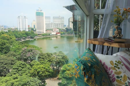★LAKE VIEW★Ceil-2-Flrs WindowSeat/2BRs★