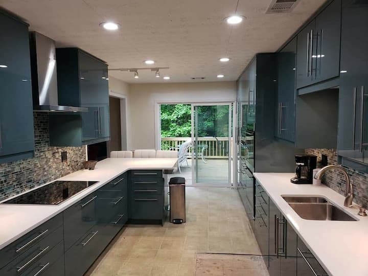 Modern home on wooded acre 1 mile from townsquare.