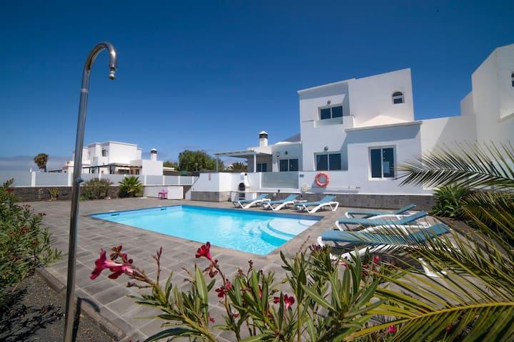 Villa Pebbles contemporary villa with heated pool