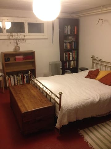 Chambre simple et utile - Collonge-Bellerive - Hus