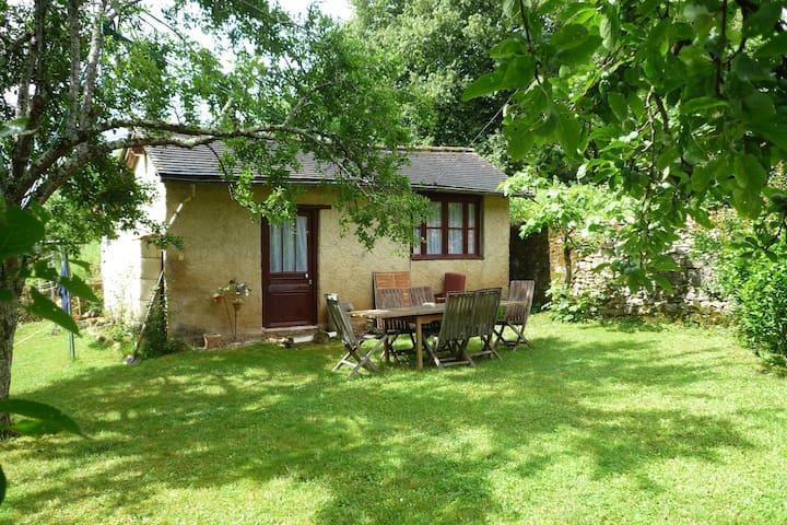 Jolie maison avec jardin, coeur de la Dordogne - Cubjac