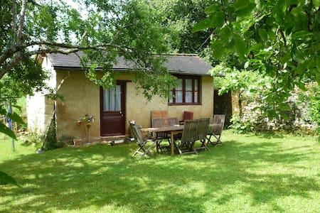 Jolie maison avec jardin, coeur de la Dordogne - Cubjac - House