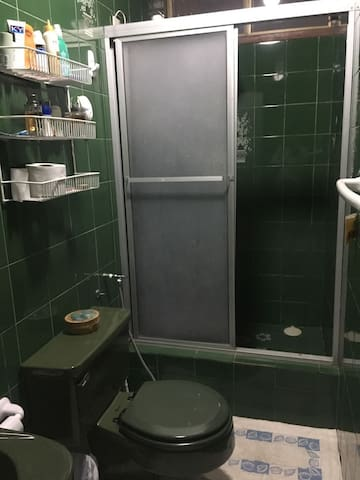 Private bathroom in bedroom 1