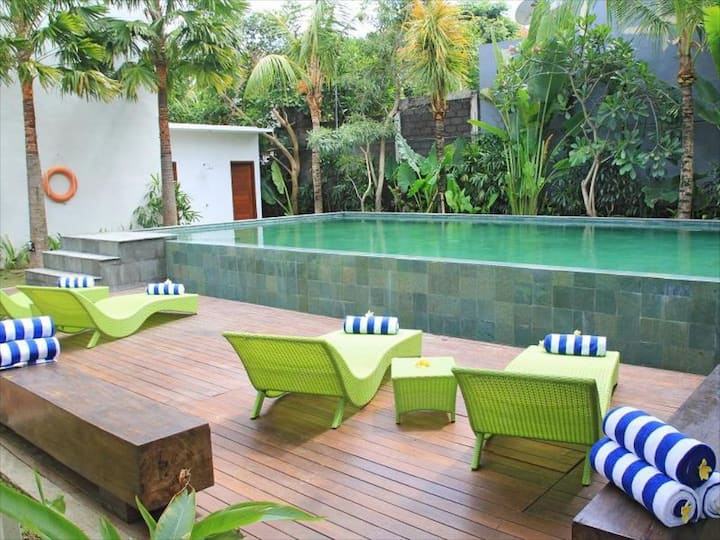 Sunset Cozy Apartment with Balcony near Seminyak 1