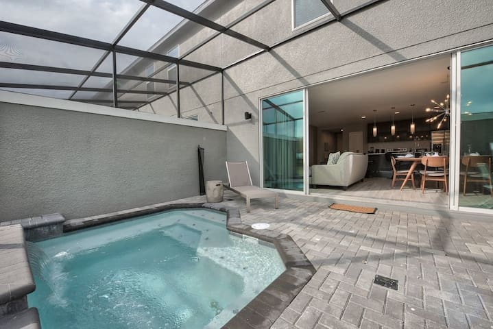 Fantastic 4BR with Private Splash Pool and BBQ - 4457