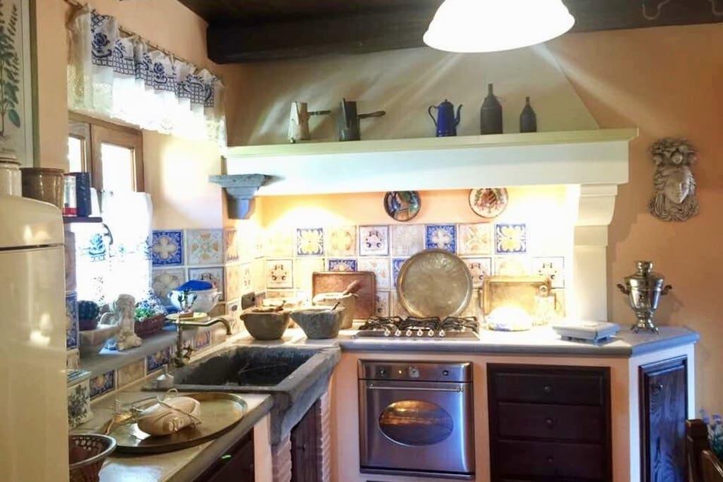 Cucina attrezzata con lavastoviglie