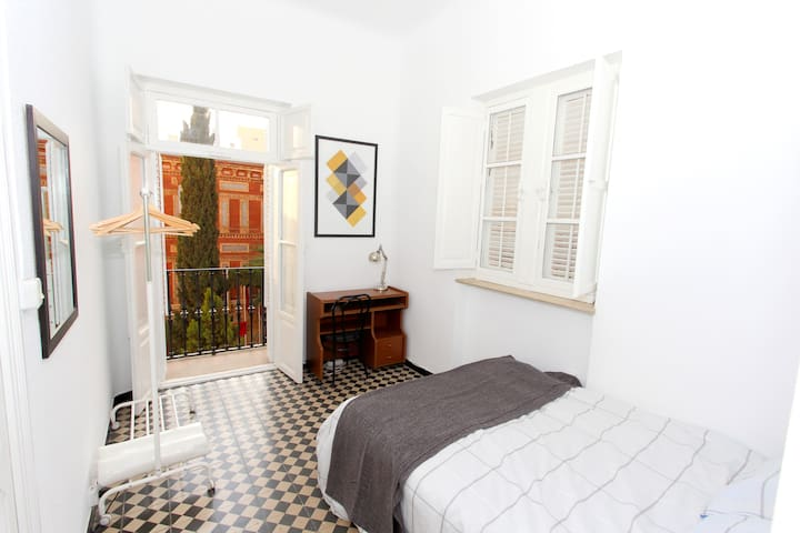 Ensuite room in the historical city centre