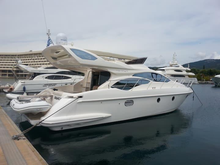 Suncruise luxury yacht Azimut 43