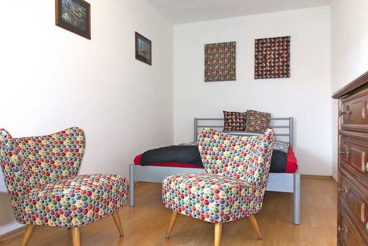 Cute room in quiet residential area