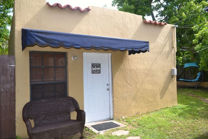 Little Havana Spanish style guest house by calle 8