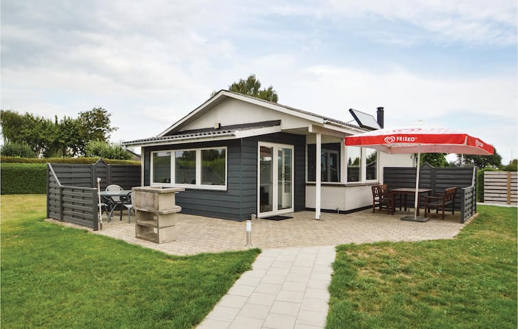 Holiday cottage with 2 bedrooms on 60m² in Hejls