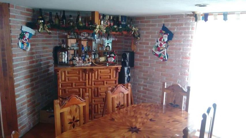 Amplio cuarto en fracc. Cerrado - Lomas del mármol, Puebla