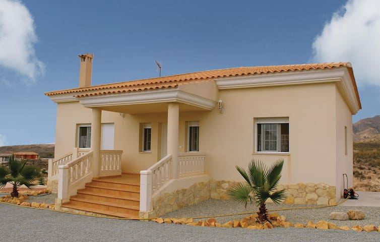 Holiday cottage with 3 bedrooms on 150 m² in Monnegre