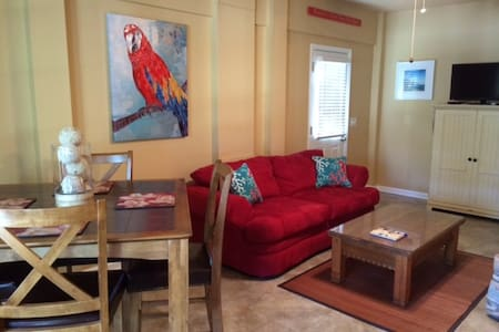 2BR APARTMENT ACROSS STREET FROM THE BEACH - Kure Beach - Casa
