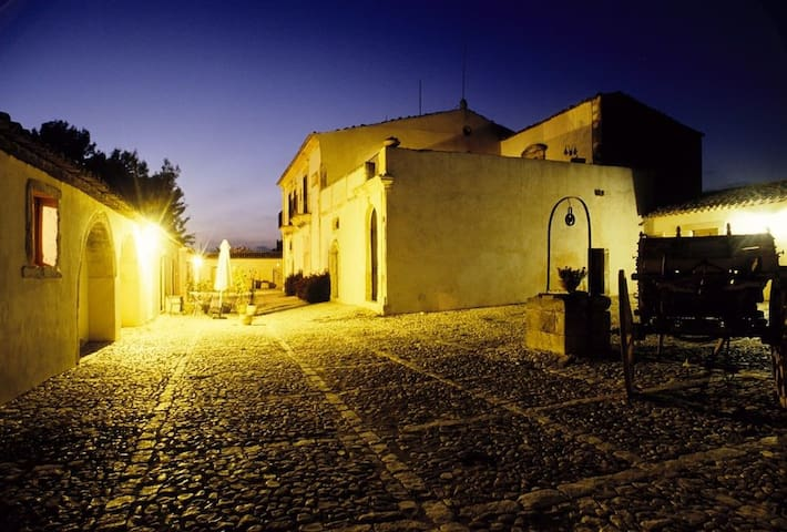 Splendida Intera Villa con Masseria e Piscina